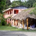 Unsere Behausung in Cahuita auf der Karibikseite Costa Ricas. Wir werden das Affengebrüll frühmorgens nie mehr vergessen!