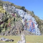 Von jungen Kunst-Studenten bemalte Felswand.