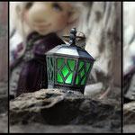 Фонарь - настоящий:) Спасибо моему мужу за проект и воплощение! Внутри - лампочка в корпусе в виде свечи, снизу выключатель. Лампочка плавно переливается 7 магическими цветами)
