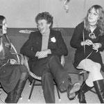 Jonge E.D. lacht met toenmalige vriendin H. en zus R.