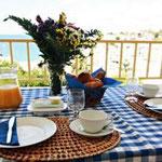 Ontbijt op het terras, wat een begin van de dag!