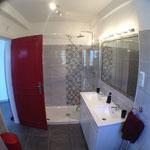 Schitterende badkamer met welkome douche