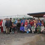 雨の中、フラワーロードに集まってくださったボランティアの皆さん