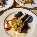 Mignon de porc en croûte d'herbes fraiches, Rigatonis farci ricotta et légumes de saison, Lola Campagne, Cuisine gastronomique