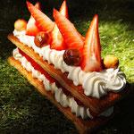 Mille-feuille fraise, noisettes, Dessert à l'assiette, cuisinier à domicile