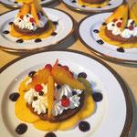 Sablé pêche, crème vanille et coulis myrtille, Dessert à l'assiette, Chef cuisinier a domicile