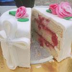 Découpe cake design, fraise et framboise, Gâteau de communion personnalisé