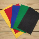 5色の中から刺繍部分の土台の布をお選び頂けます