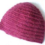 長野県M.Oさま-3 初!帽子登場です☆ 頭の中心から作られたのでしょうか、、ノールビンドニングのものは途中での試着が棒針編みのものより楽なので、帽子も被りながら長さを決められていいですね☆ 使用毛糸はロピーだそうです