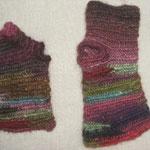 埼玉県 A.Sさま-3 色の魔術師Sさんの自由な色合わせが生きる指なしミトンです ダーラナの糸の7番をベースにミニキットの毛糸をどんどん繋げて組み合わせてくださいました(ほぼ全色入ってるんじゃないでしょうか) ダーラナの毛糸は「どの糸との組み合わせも自然と合ってしまうから嬉しい」と仰って頂きました☆ *嬉しいです〜*