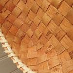 樹皮表面にやや凸凹のある箇所も