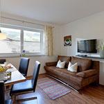 Wohnbereich in der Wohnküche samt ausziehbarer Schlafcouch für 2 Personen - Fewo Horberg - Apart Rauch