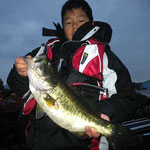 ■11月23日 ■釣り人:ともひろ 様                 ■場 所:カネカ周辺                 ■リ グ:シャッド                 ■サイズ:45cm~10本