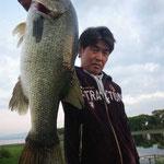 ■釣り人:小林様                 ■場 所:木ノ浜                 ■リ グ:クランク                 ■サイズ:54cm