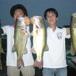 ■釣り人:木幡様/平川様                 ■場 所:浜大津                 ■サイズ:56cm~50cm 4本