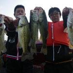 ■釣り人:森氏 狩長氏                 ■場 所:アクティバ沖                 ■リ グ:ネコリグ                 ■サイズ:46~40cm  ■10月1日
