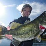 ■釣り人:満島氏                 ■場 所:フレンズ前                 ■リ グ:ジョイクロ                 ■サイズ:47cm