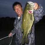 ■釣り人:水谷様                 ■場 所:山ノ下沖                 ■リ グ:ジャークベイト                 ■サイズ:50cm