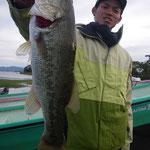 ■釣り人:レンタル様                 ■場 所:人工島                 ■リ グ:バイブレーション                 ■サイズ:50cm
