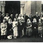 Seine Schwestern - Im Gruppenbild sind 2 Schwestern von Anton Streyczek zu sehen: (1) Josefa und (4) Maria