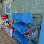 おとぎ館スイミングスクール プール内備品置き場