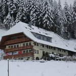 Der Hof bei Schnee