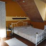 Ferienwohnung am See: Schlafzimmer mit Doppelbett