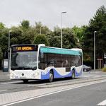 Le Citaro C2 n°87 (aménagement périurbain) arrive à l'arrêt Gares avec une délégation d'élus pour l'inauguration du réseau. - © Popol