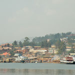 We took the fast boat to Bukavu on the southern shore of the lake. Bukavu ows its reputation of being the most attractive city of the DRC to its attractive location on the hilly shores of Lake Kivu.