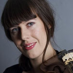 Sara Uneback, violin