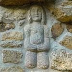 Statue de Saint Mamert tenant ses entrailles dans ses mains. Statue venant de la chapelle de Notre-Dame du Roncelet, la Mare.