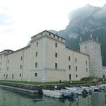 Rocca, Stadtburg, ganz von Wasser umgebene Burg aus dem 12. Jahrhundert
