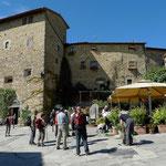 Volpaia mit Burg und der Bar Ucci