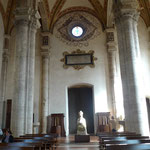 Im Innenraum der Kathedrale mit Nachbildung des Papstes Pius II