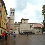 Piazza Cavour mit Porta San Michele