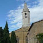 Am Hinterteil der Kathedrale sieht man die unterschiedlichen Baumaterialien