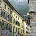Via Maffei, im Hintergrund Il Bastione und links oben die Kapelle Barbara