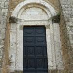 Portal an der Längsseite