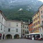 Piazza 3 Novembre, links Palazzo Pretorio