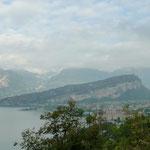 Blick auf den nördlichen Teil des Gardasee und den Monte Brione
