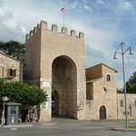 Porta San Pietro beim Bus-Parkplatz