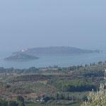 Blick auf den Trasimeno-See und die Insel Mindre und Maggiore