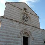 Fasade der Chiesa Santa Chiara