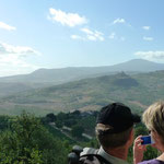 Aussicht über das Orcia-Tal und im Hintergrund der Monte Amiata
