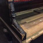 Beschadigd meubel