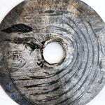SCUDO n°7  2019 - dia.75cm - vernice/metallo inciso