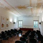 Esposizione nella sala delle conferenze