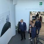 Il critico Massimo Bignardi e Enzo Cursaro entrano in mostra