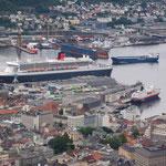 Queen Mary 2 und Hurtigruten MS Nordkapp