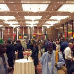 会場が混雑してきました。アフリカ音楽も演奏されていました。